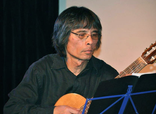Professeur de guitare folk à l'EMION