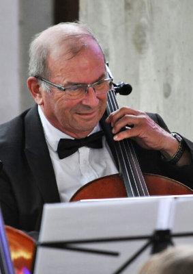 Professeur de violoncelle et contrebasse à l'EMION